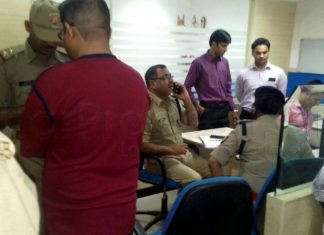 10 Lakh Loot infront from HDFC Bank Aliganj Lucknow