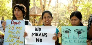rajasthan-girls-with-banners.