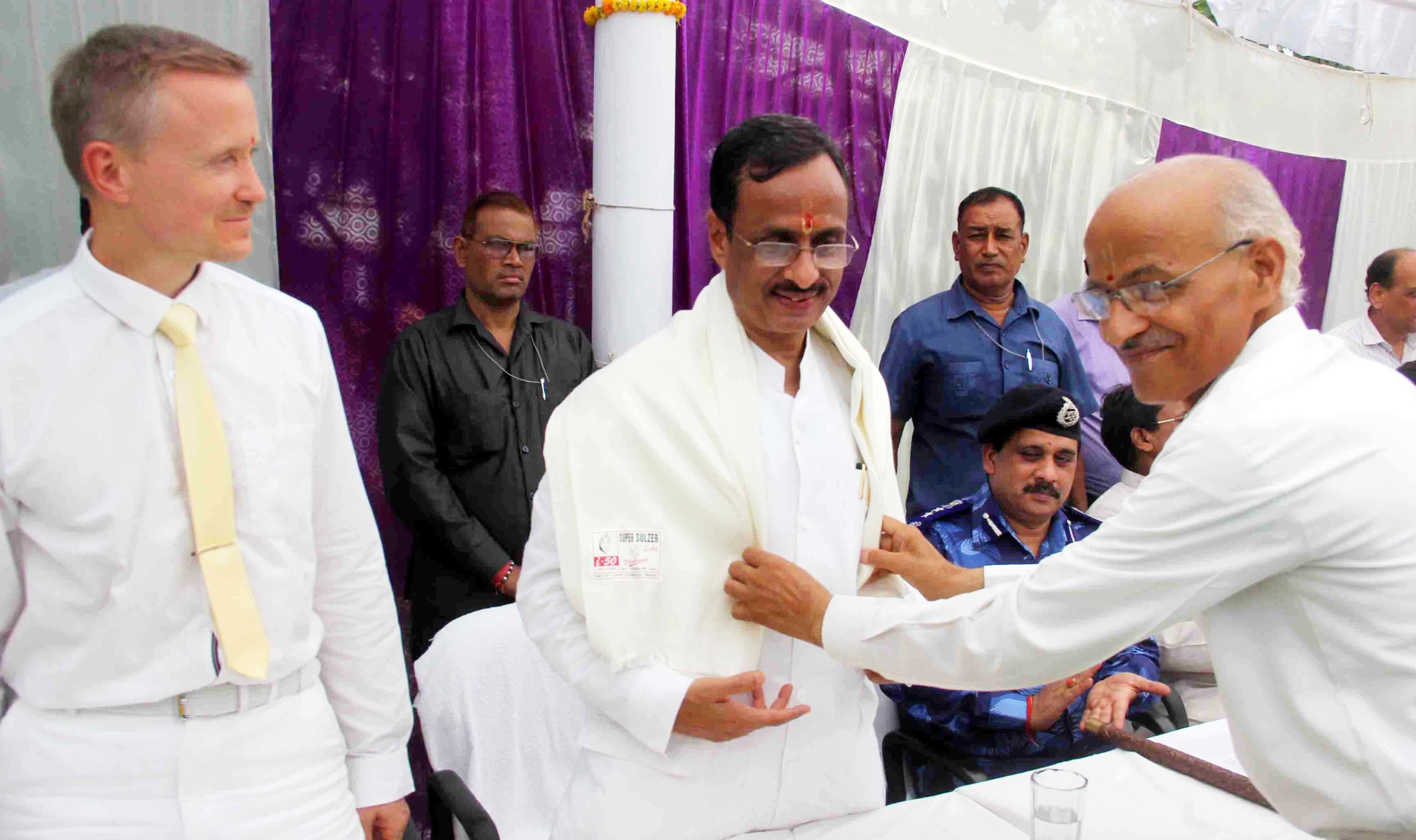 Prof_Sheo_Sagar_Ojha_welcomes_Prof_Dinesh_Sharma_Deputy_C_M_UP_in_Shiv_Ganga_Vidya_Mandir_Allahabad