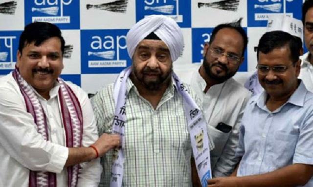 Left Sanjay Singh MP, Extreem right CM, Kejriwal