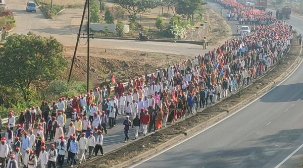 Nasik farmers leave for Mumbai to join massive Rally